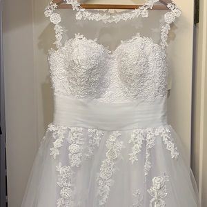Wedding Gown **NEW******